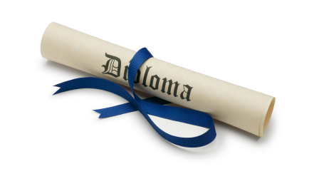 It is smart to save money on graduation