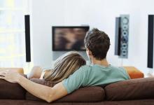 People Watchign TV