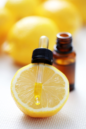 Did you know you can use lemons for an all-natural beauty routine? Lemons can do wonders for your hair, skin, and body as a whole!