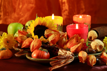 Check out some easy, frugal, all-natural ways to decorate your table for Thanksgiving!