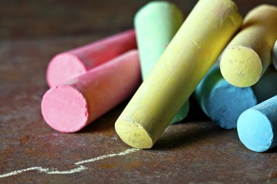 How to Make Your Own Sidewalk Chalk | FreeCoupons.com