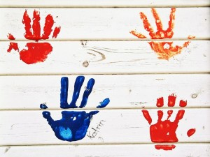 Need a cute, handmade, idea for a Father's Day gift?  Here are some crafts that children can make (or help make) for their dad.