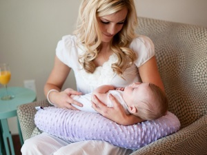 FREE Nursing Pillow + 6 More Freebies for Moms