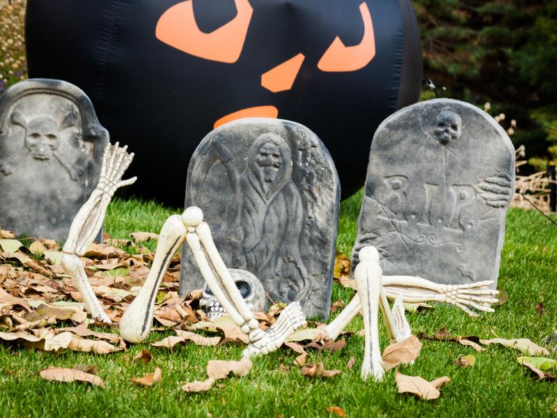 DIY Halloween Gravestones for your Yard